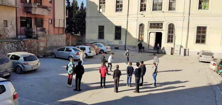 Дворовите на битолските училишта претворени во паркинзи