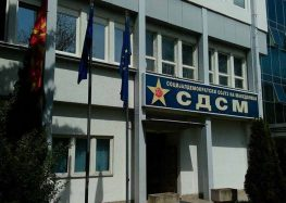 СДСМ: Мицкоски маршира за спас на криминалот и го валка македонското знаме