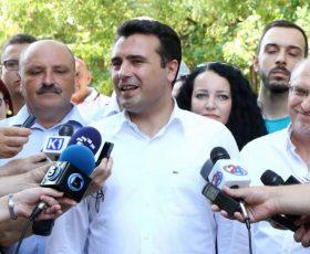 Заев: ВМРО-ДПМНЕ манипулира со становите за бегалци поради страв од пораз на изборите