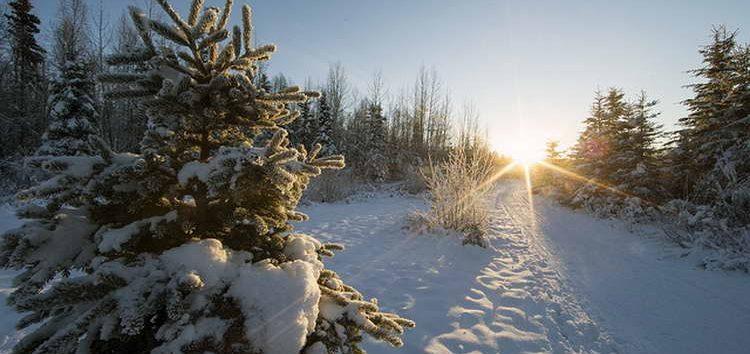 Времето променливо облачно, на планините снег