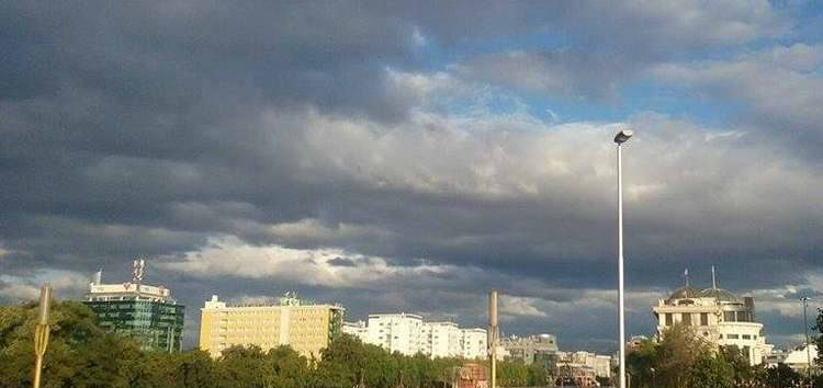 Времето сончево, со локален пороен дожд и грмежи