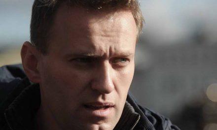 Рускиот опозициски лидер Алексеј Навални приведен за време на протест во Москва