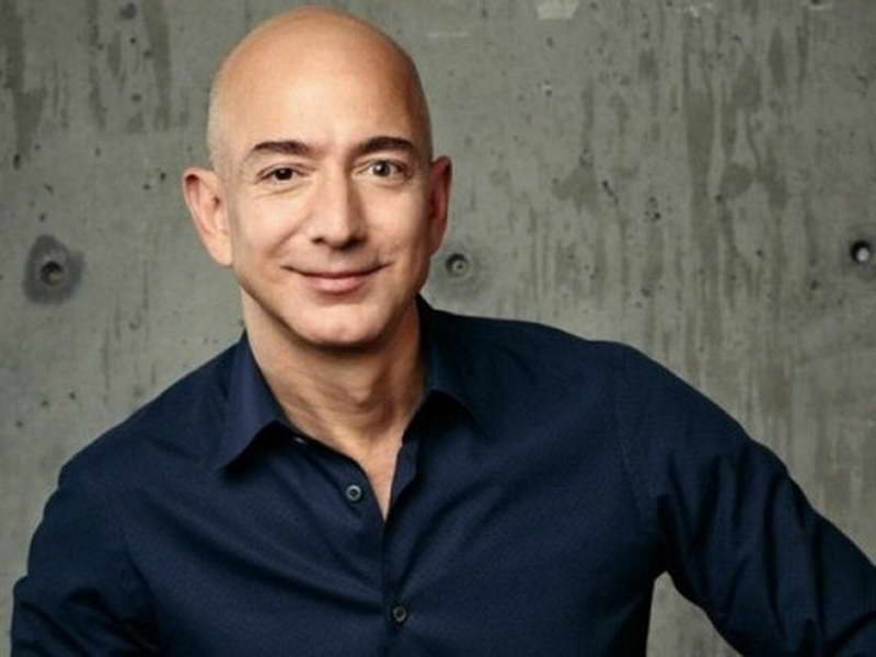 """Џеф Безос, основачот на """"Амазон"""", стана најбогатиот човек во историјата"""