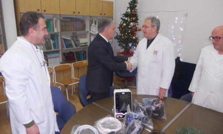 """Градоначалникот Јованоски на прилепската болница ѝ ја предаде донацијата на """"Лајонс"""" клубот"""
