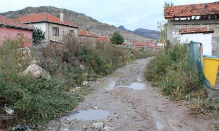 """Владата префрли 2,5 милиони денари за населбата """"Три багреми"""""""