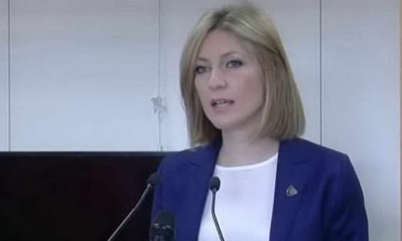 Ристоска до Груевски: На човек на сила можеш да му земеш, не и да му дадеш
