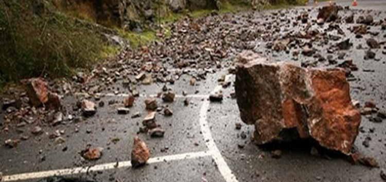 Сообраќајот на патот Кочани-Македонска Каменица во прекин поради одрони
