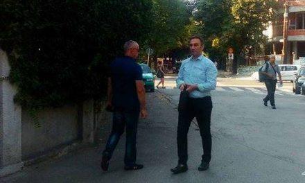 Пратеникот Артан Груби става свои лица да делат награди за новинарство