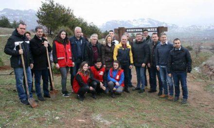 """Засадени 20 садници во """"Паркот на планетата Земја"""" во Прилеп"""
