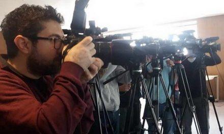 """Фоторепортерите почнаа битка со """"копи пејст"""" објавите, ги чекаат и новинарите"""