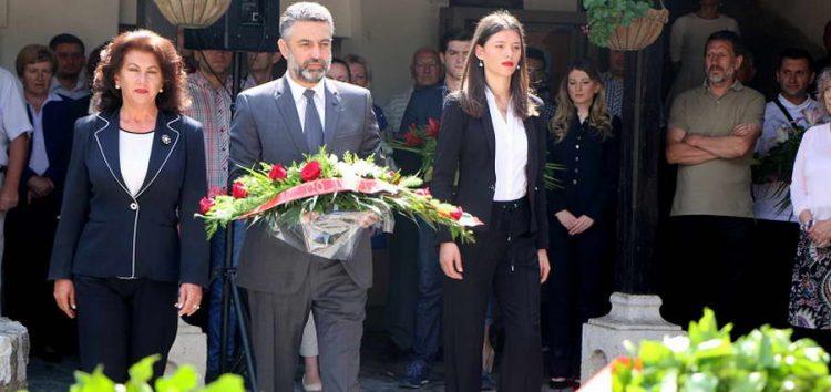 Делегација на СДСМ положи цвеќе на гробот на Гоце Делчев