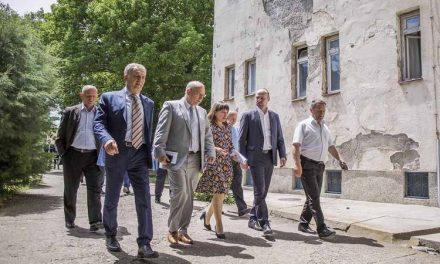 Министерката Царовска и градоначалници во посета на Заводот Демир Капија
