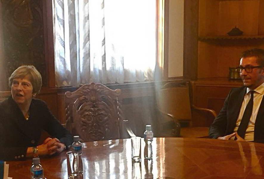Мицкоски се пожалил на Меј дека државата е во влошена економска состојба