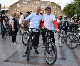"""Градоначалникот Јованоски и холандскиот амбасадор Пломп беа дел од 48 издание на """"Критична маса"""""""
