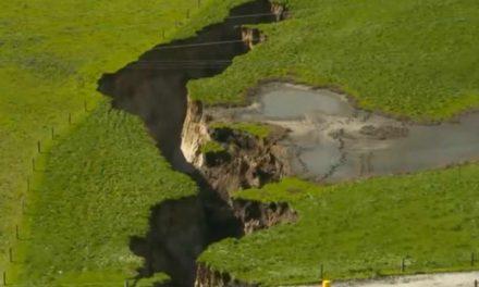 Се отвори огромна дупка на Нов Зеланд, вулканолозите среќни