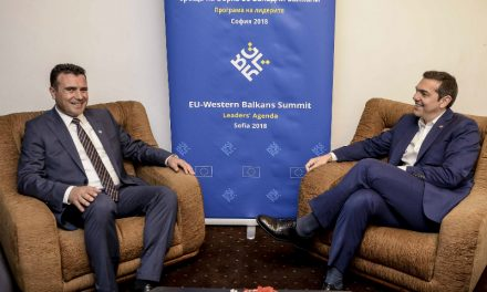 Заев се сретна со Ципрас, Макрон зборува за реформи, а потоа приклучување кон ЕУ