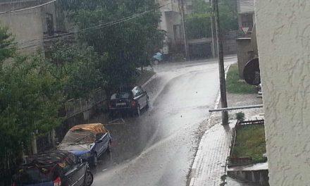 Најмногу дожд во Куманово и Скопје, поплавени куќи и прекини на струјата