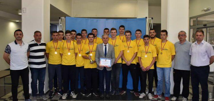 Државните ракометни шампиони во кадетска конкуренција, на прием кај градоначалникот Јованоски