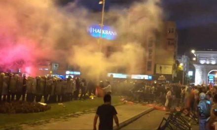 ЗНМ: Осуда за нападите врз новинарите на протестот пред Собранието