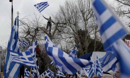 Грчките националисти го блокираа Псарадес и се судрија со полицијата