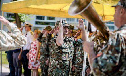 Заев и Шекеринска на прием на 125 нови професионални војници во АРМ