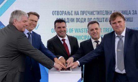 Заев и министрите Тевдовски и Дураки на отворањето на пречистителна станица во Радовиш
