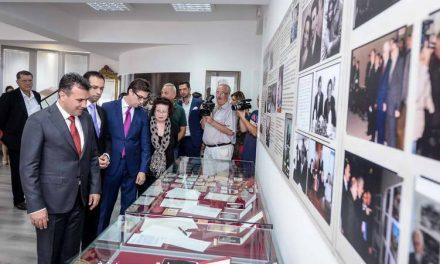 Заев: Почит за великанот Глигоров, да ја заокружиме неговата визија за европска Македонија
