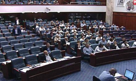 """Собранието го распиша референдумот со 68 гласа """"за"""", ВМРО-ДПМНЕ ја напушти салата"""
