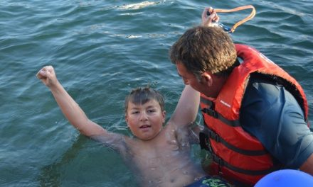 Дванаесетгодишниот Марко Пејчиноски го преплива Охридското езеро