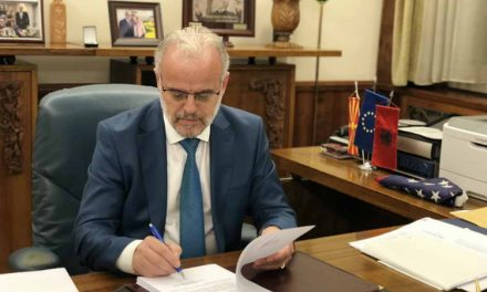 Џафери им даде три дена рок на партиите да го кажат ставот за референдумот