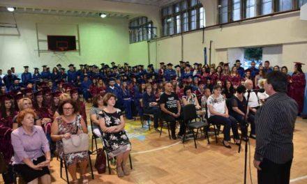 """Матурантите од Гимназијата """"Мирче Ацев"""" ги добија своите дипломи"""