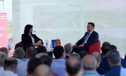 Заев на трибина со Стопанската комора: Со членството во ЕУ и НАТО, македонската економија забрзано ќе се развива