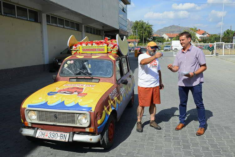 Највеселото такси пристигна во Витаминка