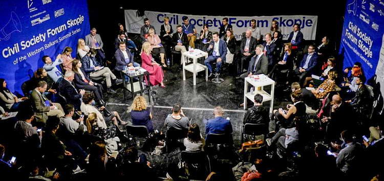 Заев на Форумот за граѓанско општество: Ѕидовите го попречуваат излезот, мостовите отвораат опции
