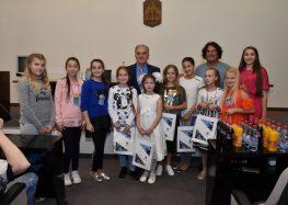 """Градоначалникот Јованоски организираше прием за учесниците на меѓународниот детски музички фестивал """"Ѕвездички"""""""