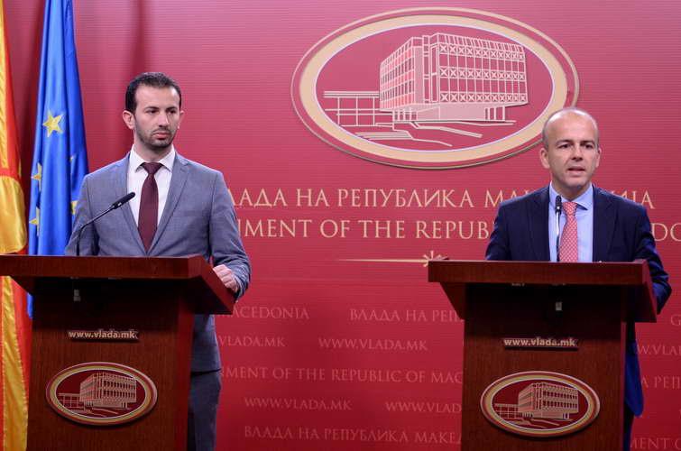 Министрите Тевдовски и Фазлиу: Владата го усвои законот за финансиска поддршка на општините за отплата на заостанатите долгови
