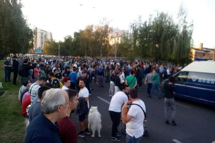 """Протести во Аеродром: """"Криминалци, надвор!"""""""
