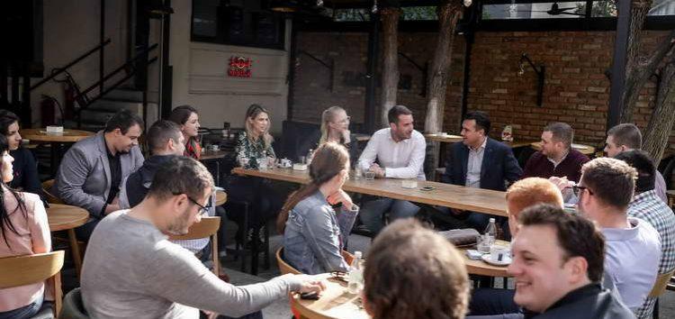 Заев на неформална дискусија со млади европски социјалисти