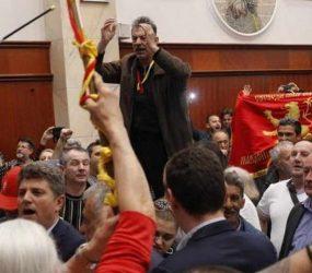 """""""Свири бе брат, алал да ти е за денес"""", му пишал на вибер Јанакиески на Мукоски на денот на упадот во Собрание"""