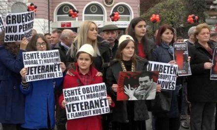 """Семејствата на осудените од """"Диво Насеље"""" во Пеќ протестираат оти Албанија овозможила Груевски да избега"""