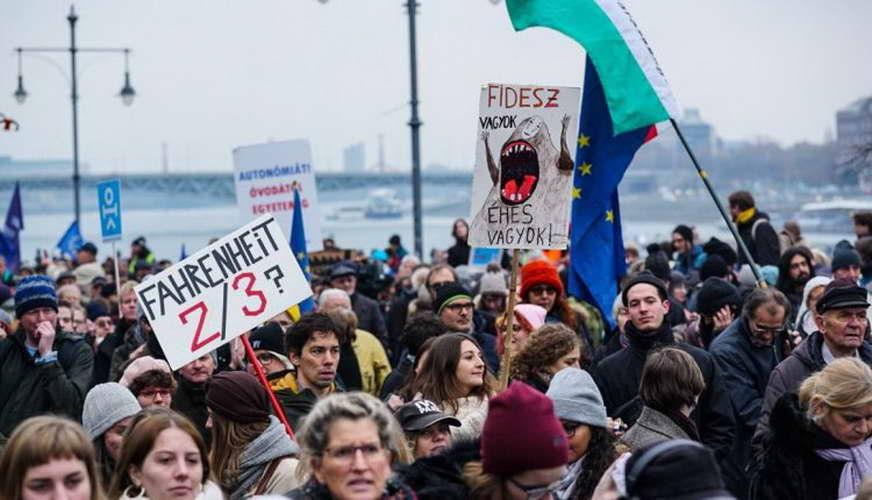 Студентски протести во Будимпешта против затворање на Соросовиот универзитет