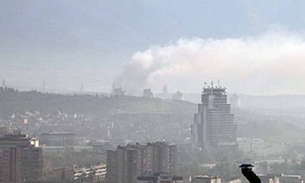 Граѓаните се гушат во загаден воздух, ВМРО-ДПМНЕ и СДСМ се препукуваат кој е крив
