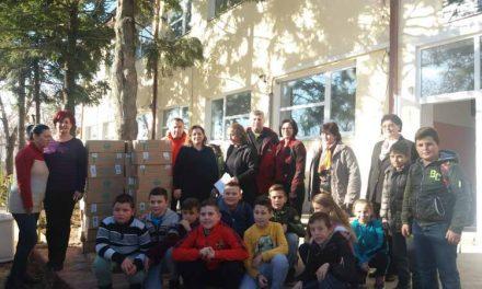 """Хуманитарна донација на новогодишни пакетчиња во ООУ """"Страшо Пинџур"""" во село Мало Коњари"""