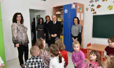 """Градоначалникот Јованоски ги посети детските градинки """"Наша Иднина"""""""