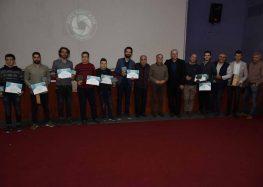 Плакети и дипломи од прилепскиот Фото Кино Клуб за најдобрите автори на аматерски документарни филмови