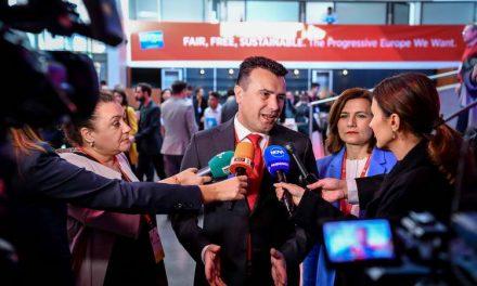 Заев во одговори на новинарски прашања: Дебатата во Парламентот и во јавноста е корисна и конструктивна