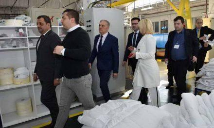 """Прилеп: Градоначалникот Јованоски и вицепремиерот Анѓушев во посета на """"Комфи Ангел"""""""