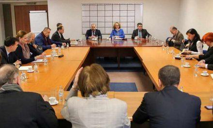Шекеринска на брифинг со амбасадори: Напредок во реформскиот процес, продолжуваме во интерес на државата и граѓаните