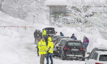 Лавините во Австрија убија најмалку 10 лица