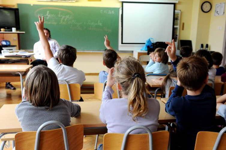 """Инспектори """"ќе влегуваат"""" на онлајн часови за да следат како работат наставниците"""